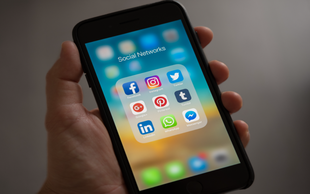 MENGGUNAKAN MEDIA SOCIAL UNTUK MENARIK LEBIH BANYAK PELANGGAN